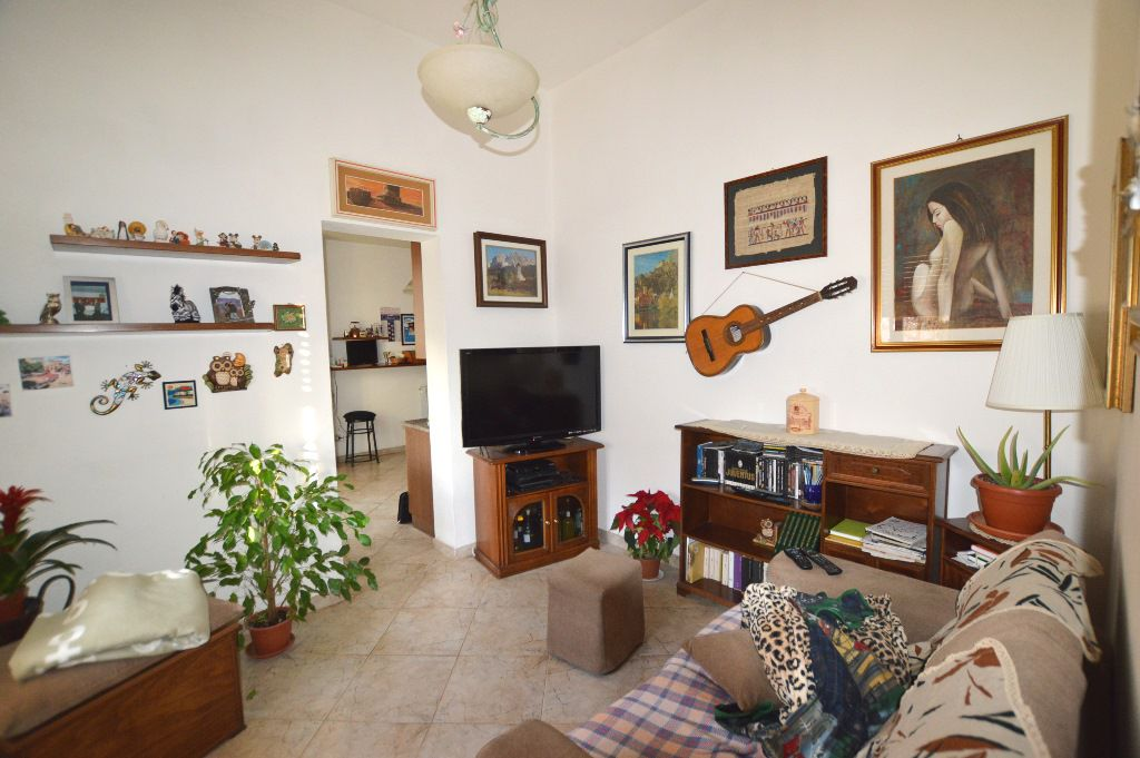 Soluzione Indipendente in vendita a Lucca, 8 locali, Trattative riservate | CambioCasa.it