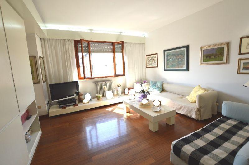 Appartamento in vendita a Lucca, 5 locali, prezzo € 320.000 | CambioCasa.it