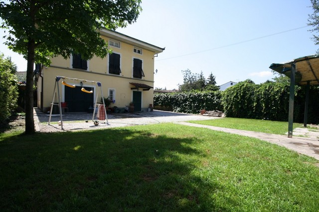 Villa in vendita a Lucca, 14 locali, prezzo € 515.000 | CambioCasa.it