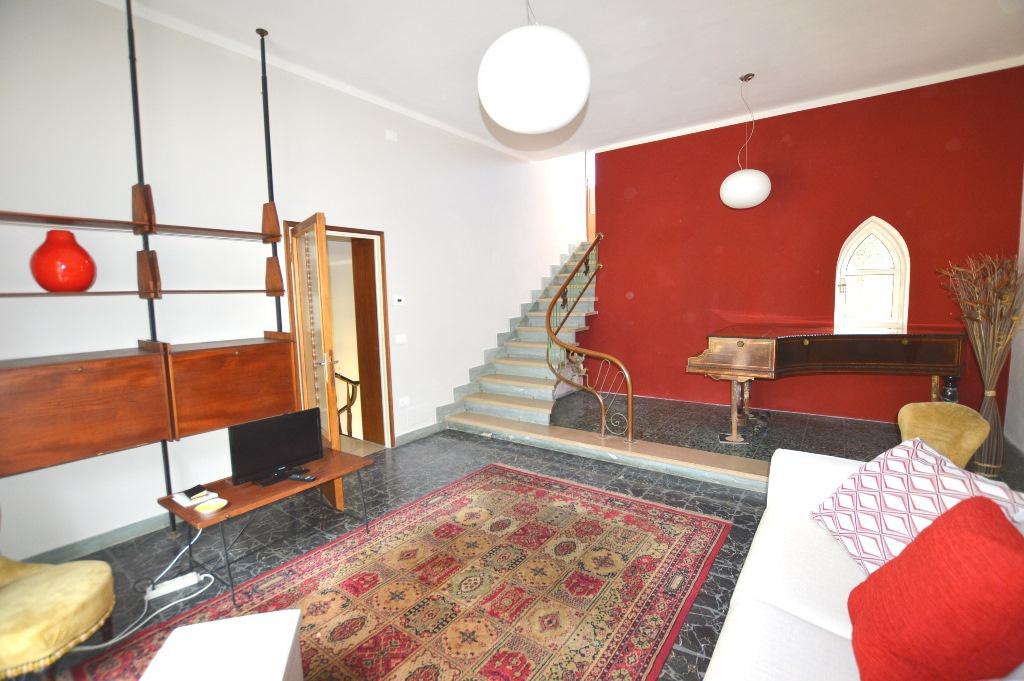 Villa in affitto a Lucca, 7 locali, Trattative riservate | CambioCasa.it