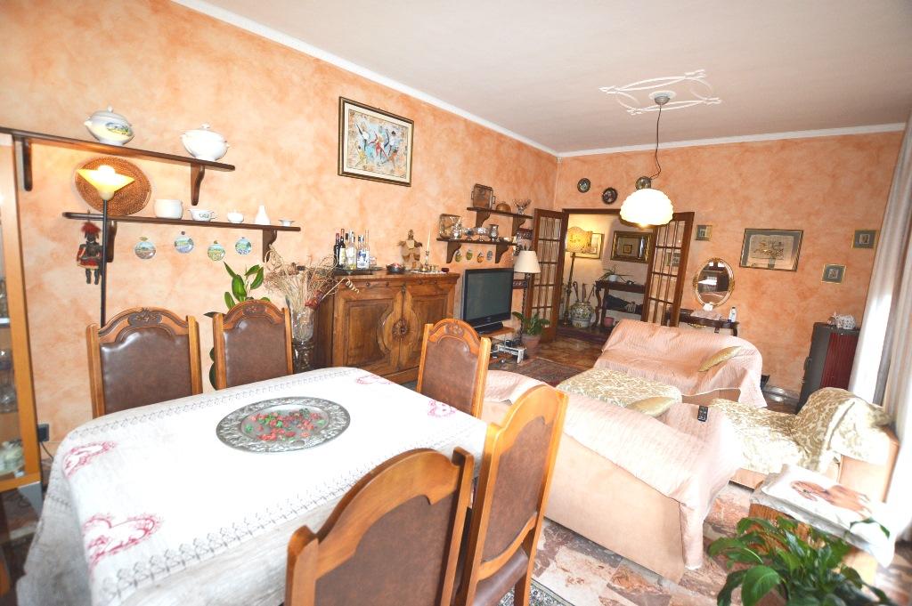 Appartamento in vendita a Lucca, 6 locali, prezzo € 300.000 | PortaleAgenzieImmobiliari.it