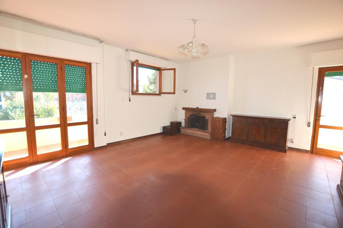 Appartamento in vendita a Lucca, 5 locali, prezzo € 155.000 | PortaleAgenzieImmobiliari.it