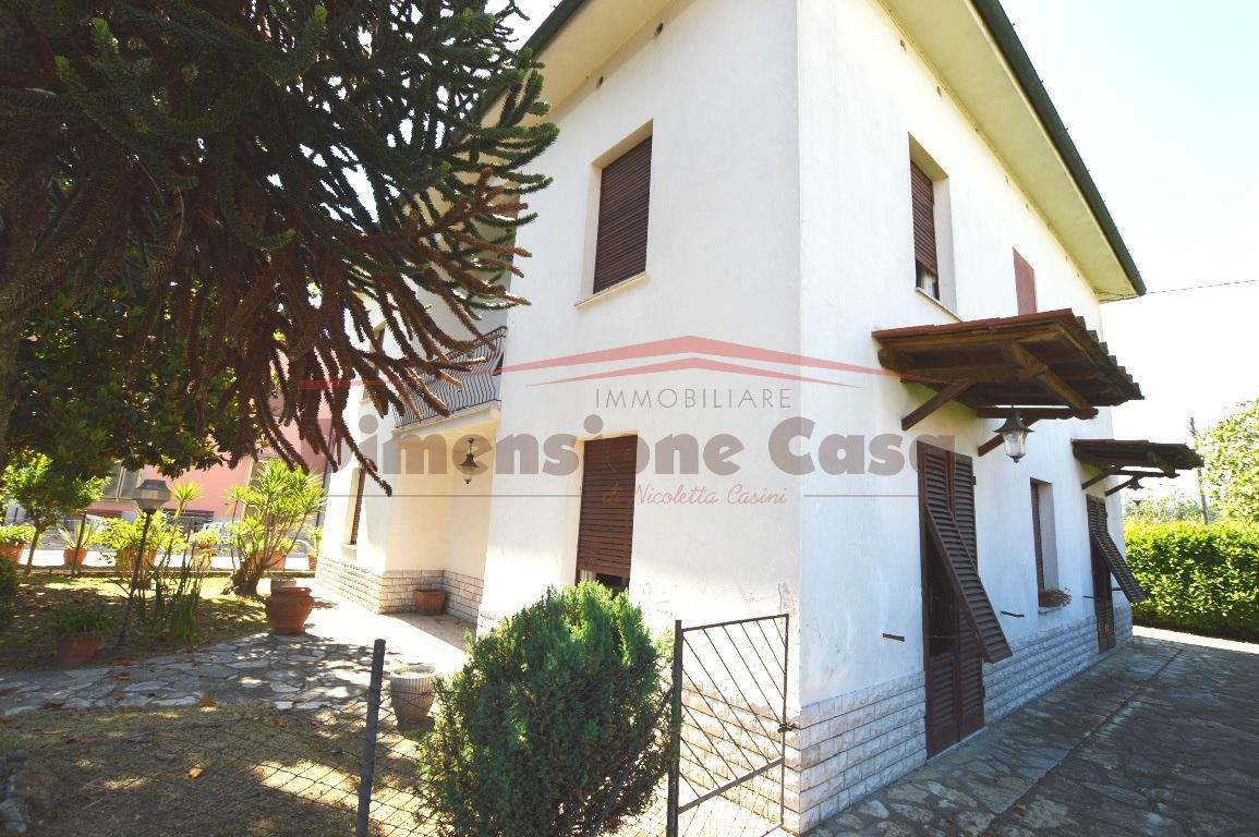 Villa in discrete condizioni in vendita Rif. 10457906