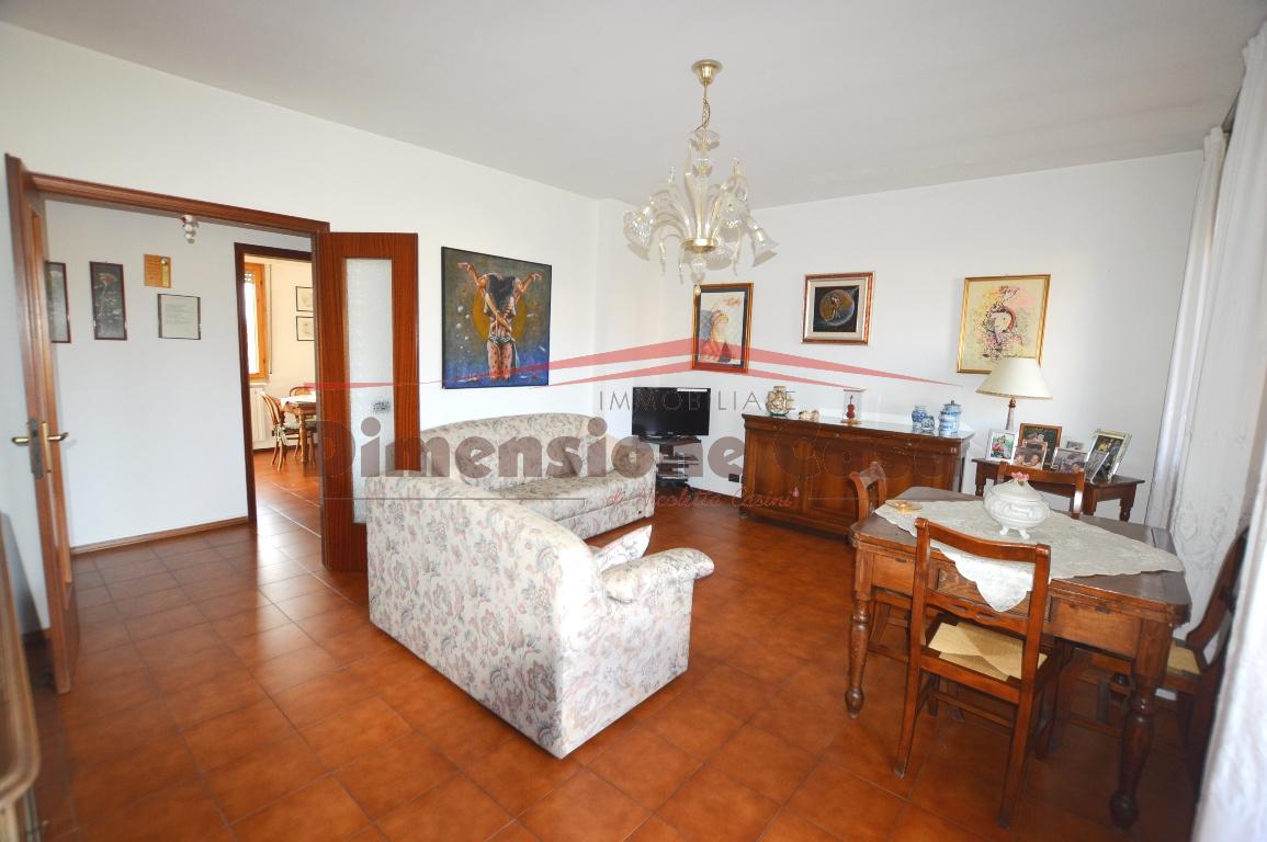 Appartamento in vendita a Capannori, 4 locali, prezzo € 145.000 | PortaleAgenzieImmobiliari.it