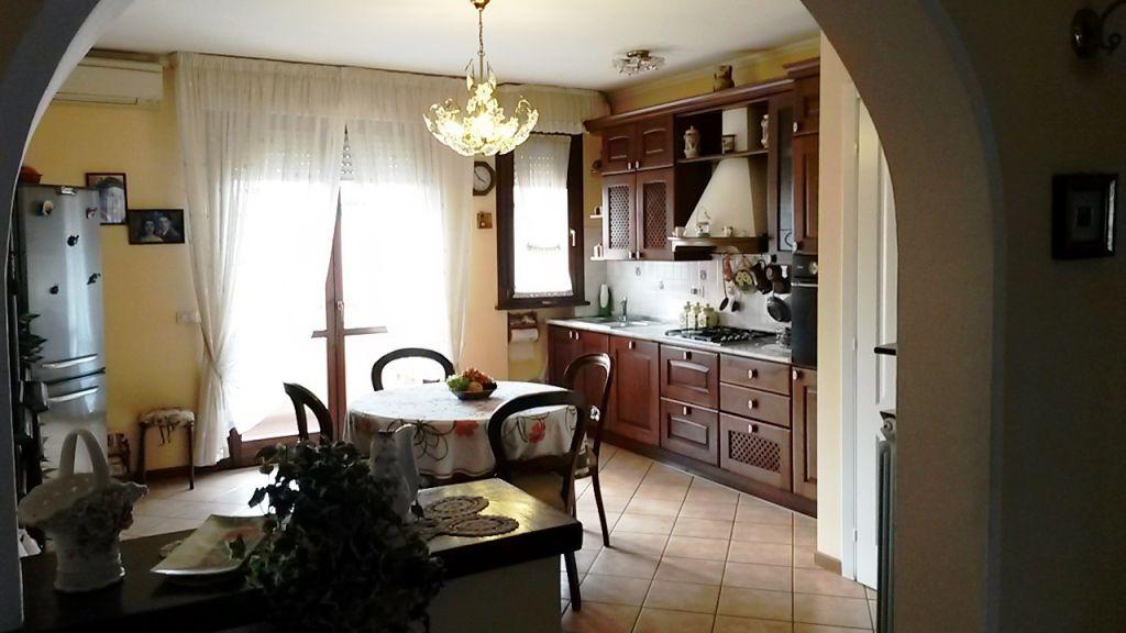 vendita appartamento lucca ss. annunziata VIA DELLE PIERONE  240000 euro  7 locali  125 mq