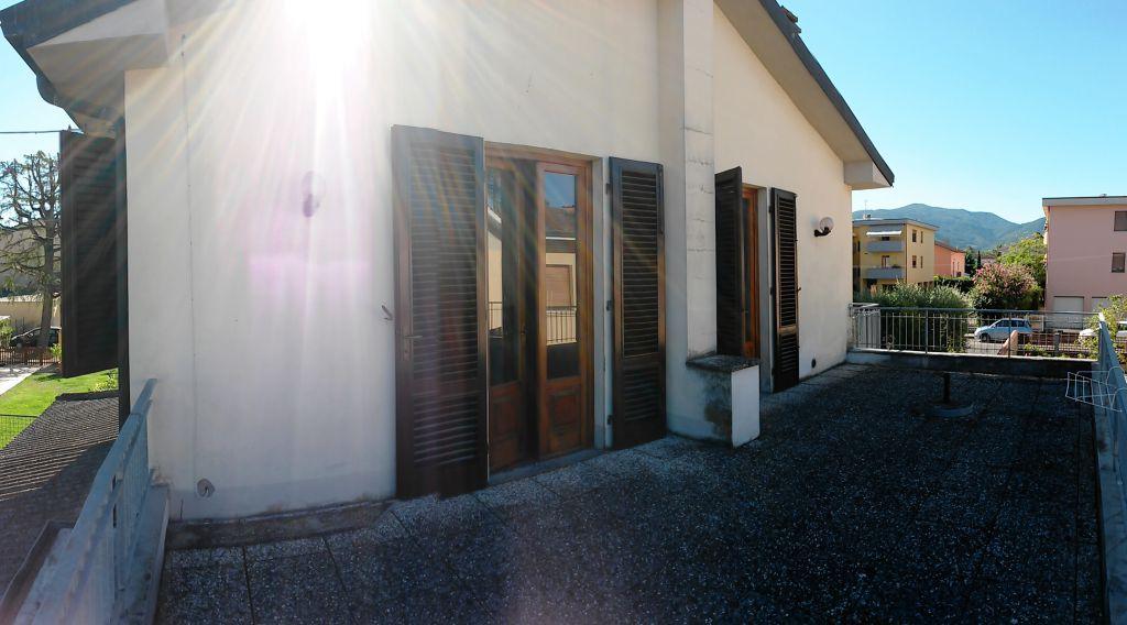 Bilocale Lucca Via Tofanelli 12