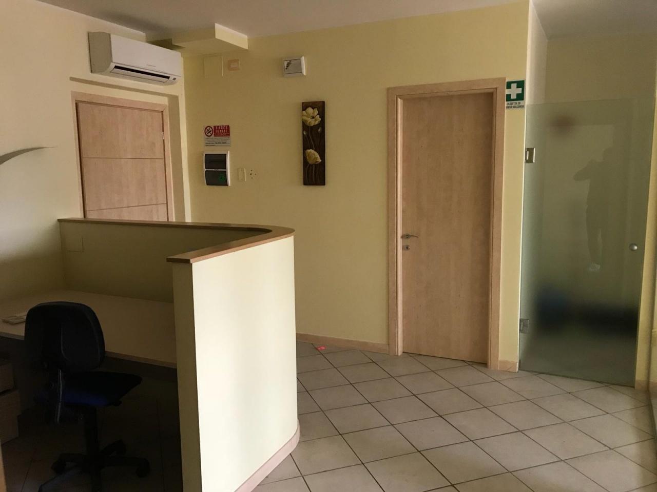 Ufficio in ottime condizioni in affitto Rif. 9281507