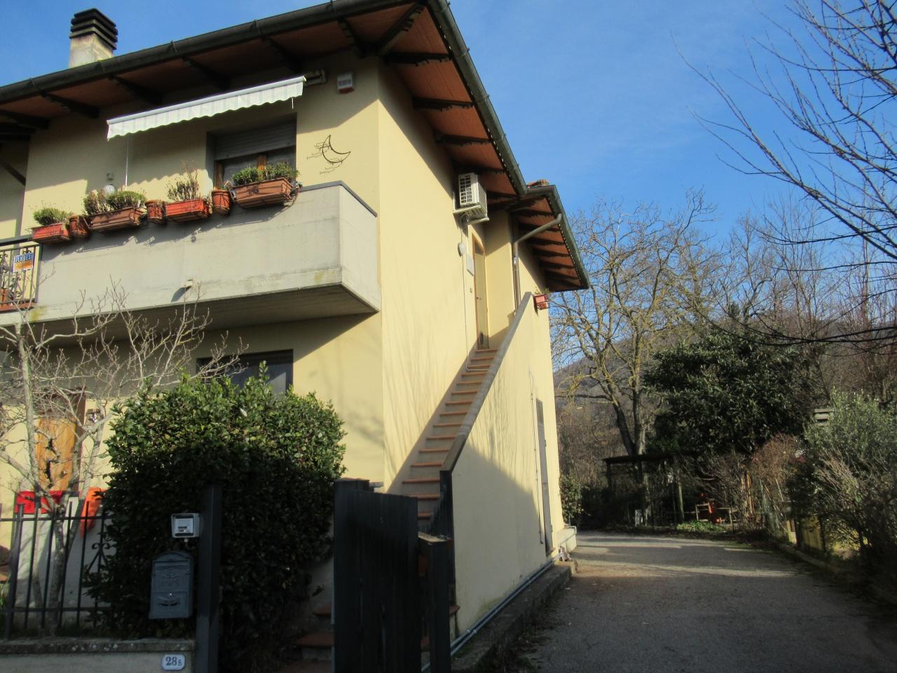 Appartamento in buone condizioni in vendita Rif. 9021004