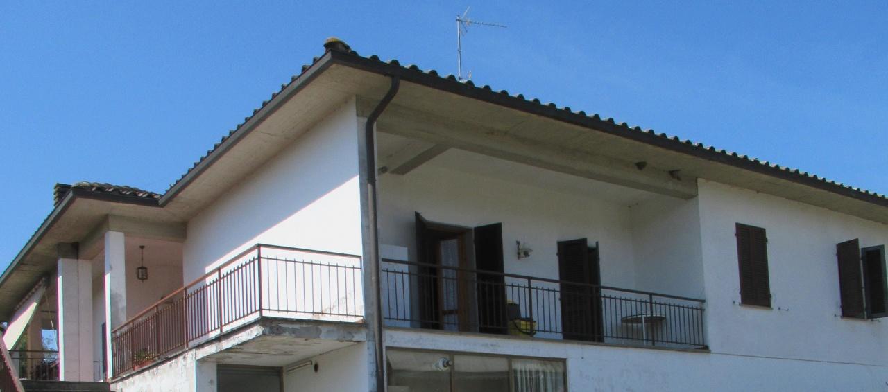 Appartamento da ristrutturare in vendita Rif. 10714617