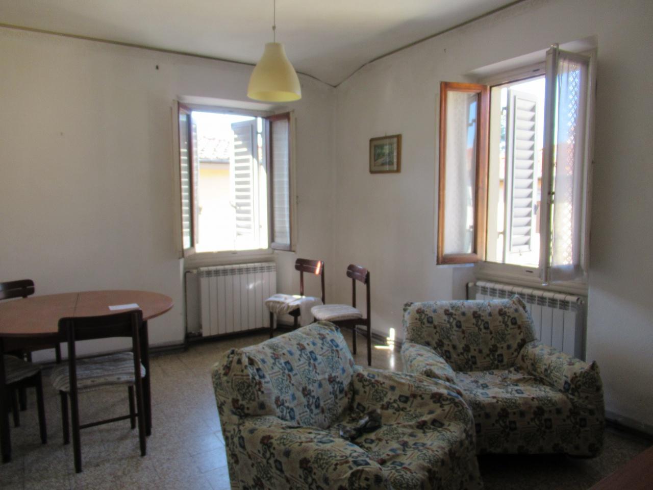 Appartamento in discrete condizioni in vendita Rif. 11155102