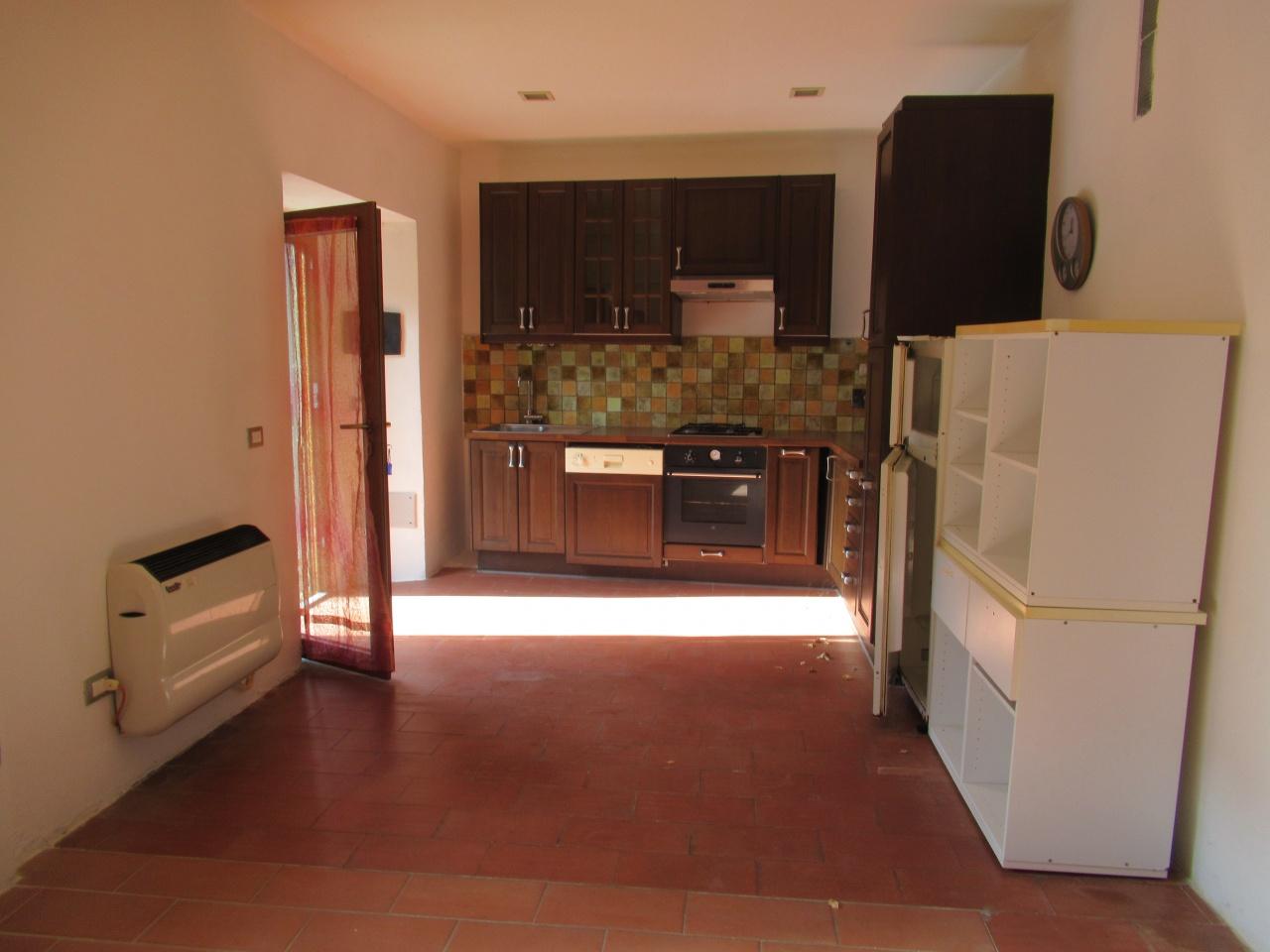 Appartamento da ristrutturare in vendita Rif. 11188864