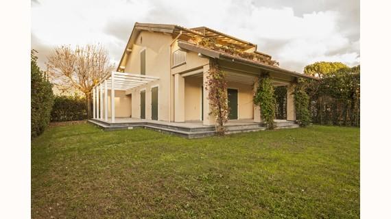 Villa in vendita a Forte dei Marmi, 11 locali, zona Località: Forte dei Marmi, Trattative riservate | Cambio Casa.it