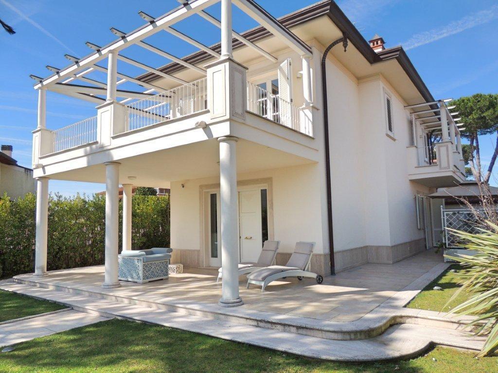 Soluzione Semindipendente in affitto a Forte dei Marmi, 5 locali, Trattative riservate | CambioCasa.it