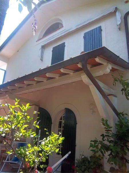 Soluzione Semindipendente in affitto a Forte dei Marmi, 6 locali, Trattative riservate | CambioCasa.it