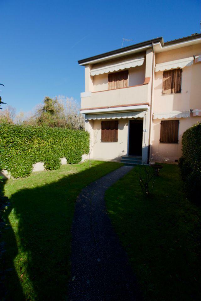 Villa a Schiera in Affitto a Forte dei Marmi