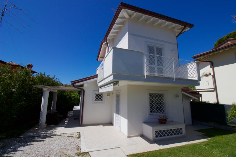 Villa in affitto a Forte dei Marmi, 6 locali, Trattative riservate | CambioCasa.it