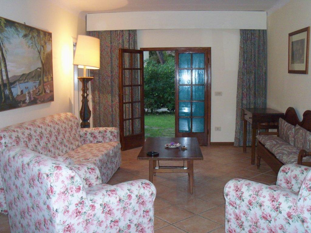 Appartamento in buone condizioni arredato in affitto Rif. 5624660