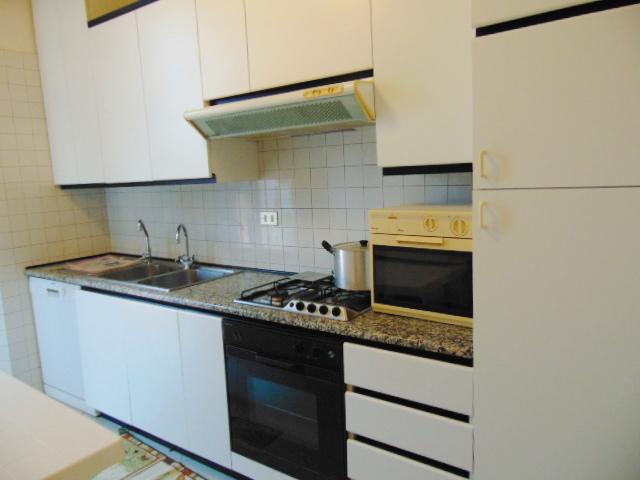 Appartamento in buone condizioni arredato in affitto Rif. 5624673