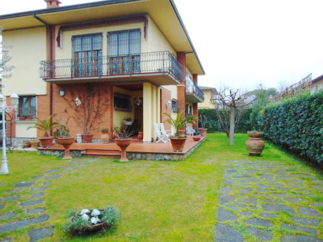 Appartamento in buone condizioni arredato in affitto Rif. 5624624
