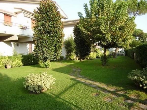 Appartamento in vendita a Montignoso, 4 locali, prezzo € 290.000 | PortaleAgenzieImmobiliari.it