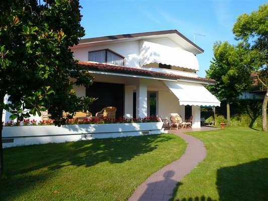 Villa in ottime condizioni arredato in affitto Rif. 11236436
