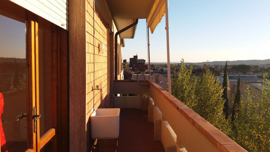 Appartamento in buone condizioni in affitto Rif. 9571106
