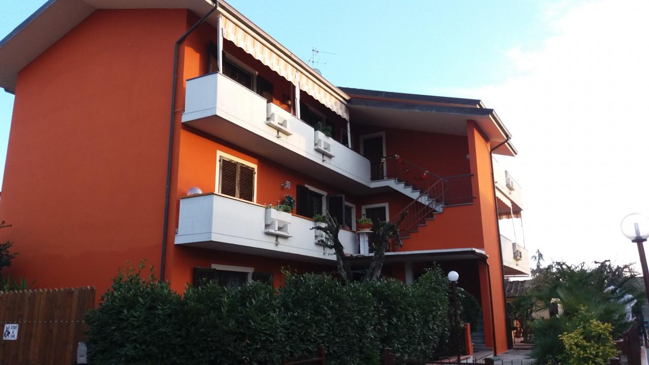 Appartamento in ottime condizioni in vendita Rif. 9852369