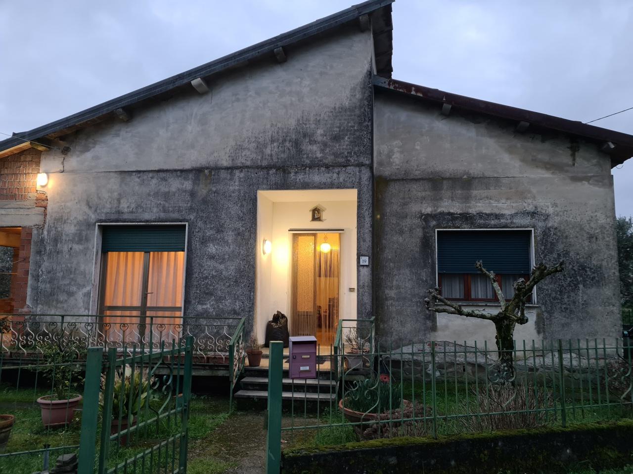 Casa indipendente 6 locali in vendita a Pescia (PT)