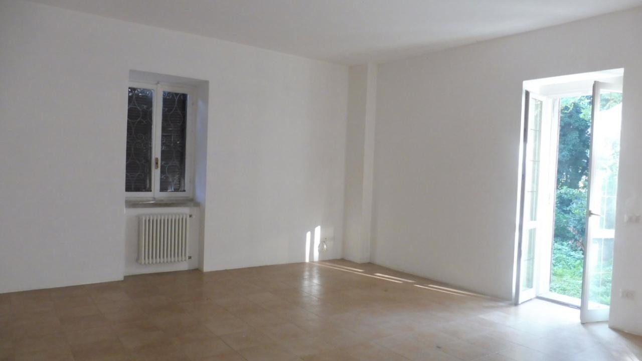 Appartamento in buone condizioni in affitto Rif. 9187647