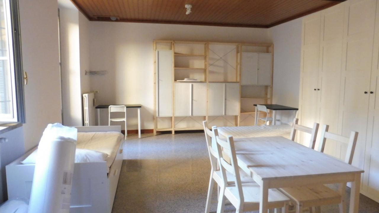 Appartamento in buone condizioni arredato in affitto Rif. 9251216
