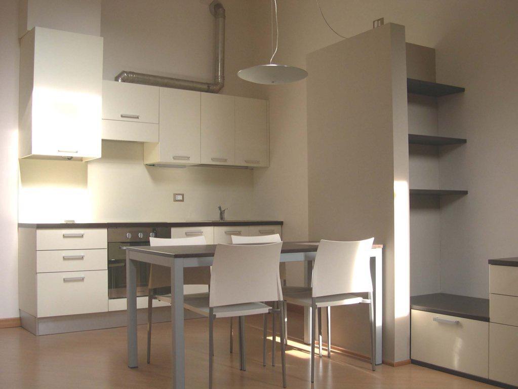 Appartamento in buone condizioni arredato in affitto Rif. 9313062