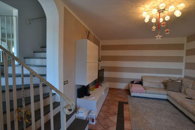 Montecarlo vendesi terratetto in ottima posizione, ristrutturato, 130 mq