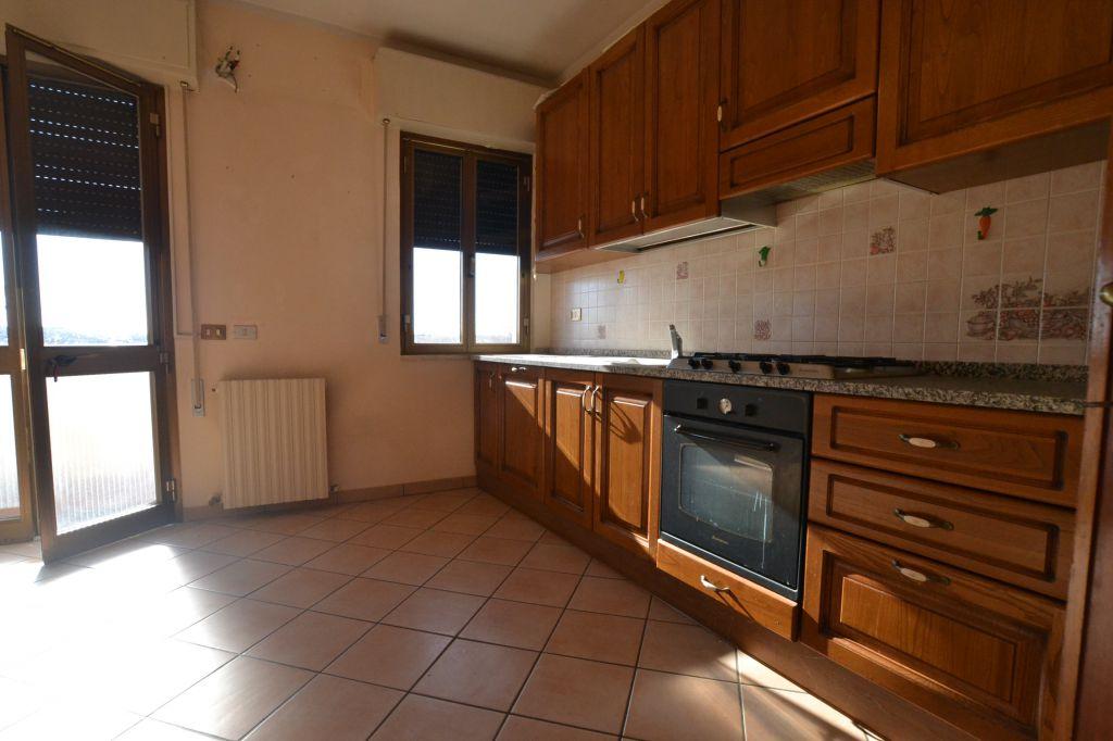 vendita appartamento altopascio centro  90000 euro  4 locali  90 mq
