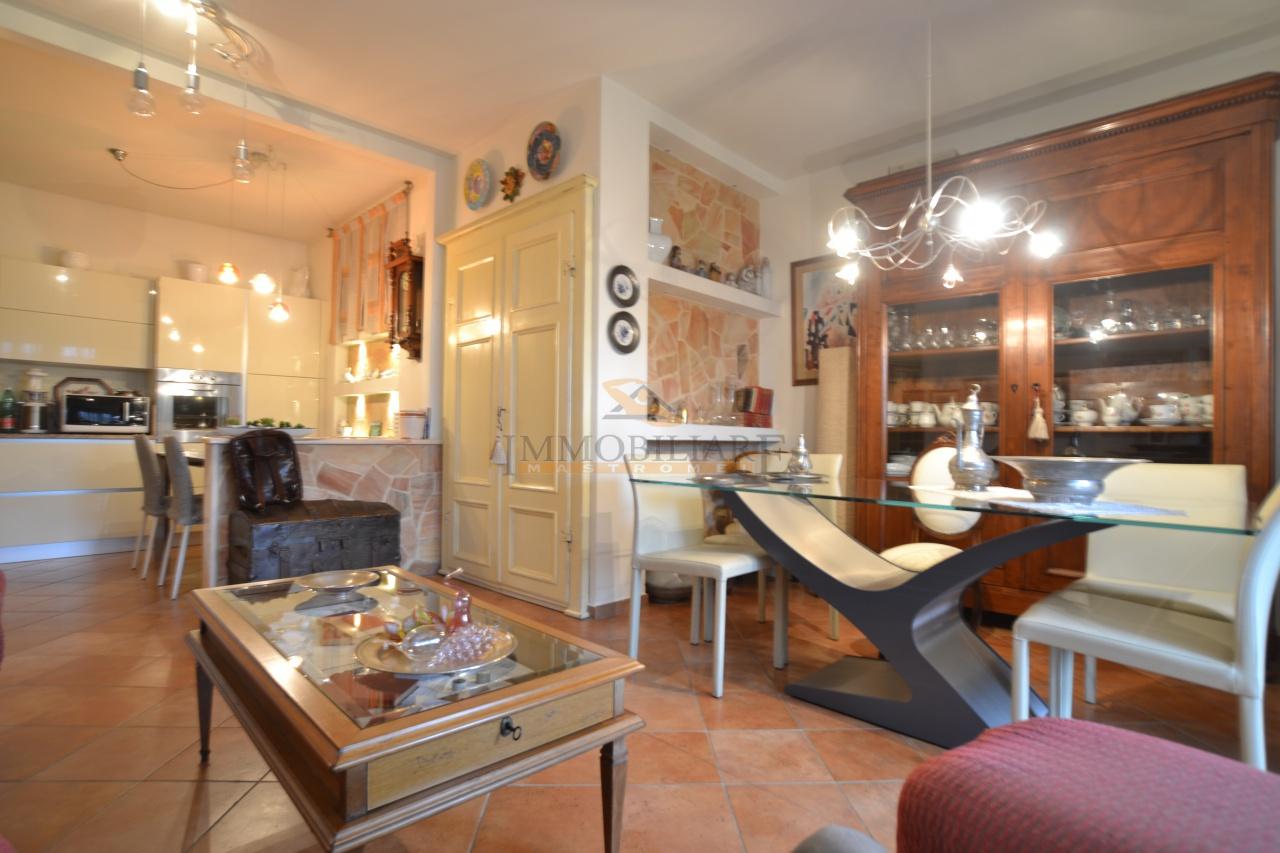 Appartamento in vendita a Capannori, 5 locali, prezzo € 160.000 | PortaleAgenzieImmobiliari.it