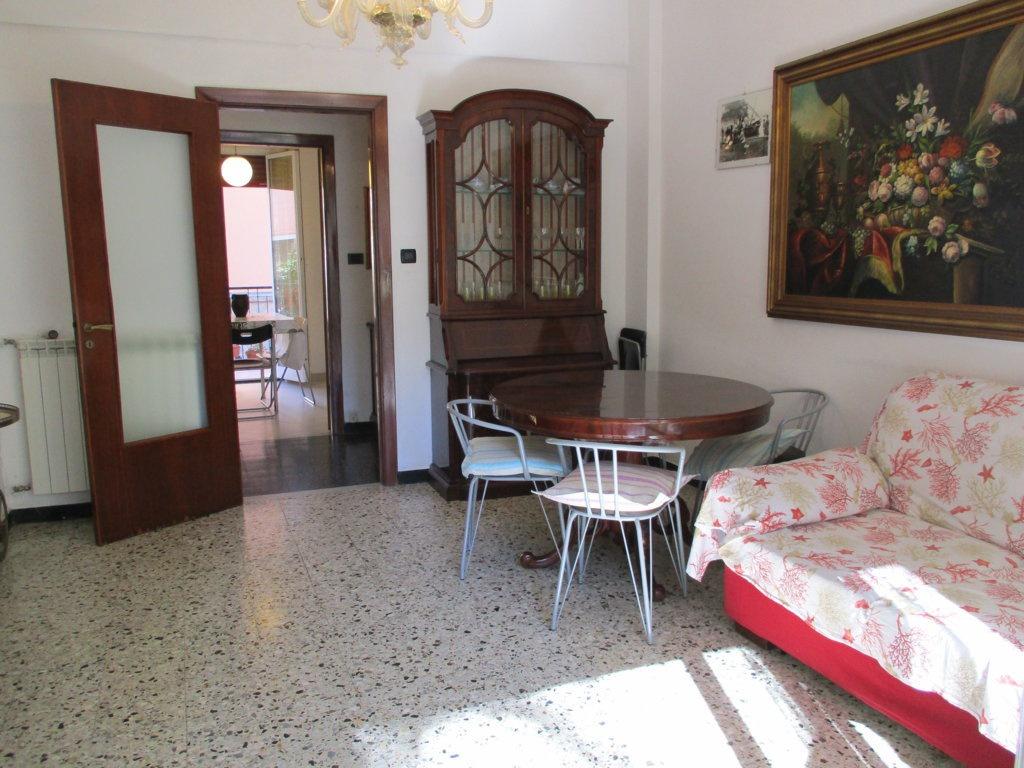 VIA UNIONE SOVIETICA -- PIAZZA DEL MERCATO Centralissimo, a  due passi dal mare, vendiamo ampio appartamento in contesto signorile e  tranquillo. La casa, completamente immersa nel verde, si presenta in buone  condizioni generali. L'appartamento è composto da corridoio di ingresso,  soggiorno, cucina abitabile, 3 camere da letto, 2 bagni, dispensa e 2 balconi.  Posto auto assegnato e cantina. La richiesta è di euro 450.000,00 RIF. SL 301