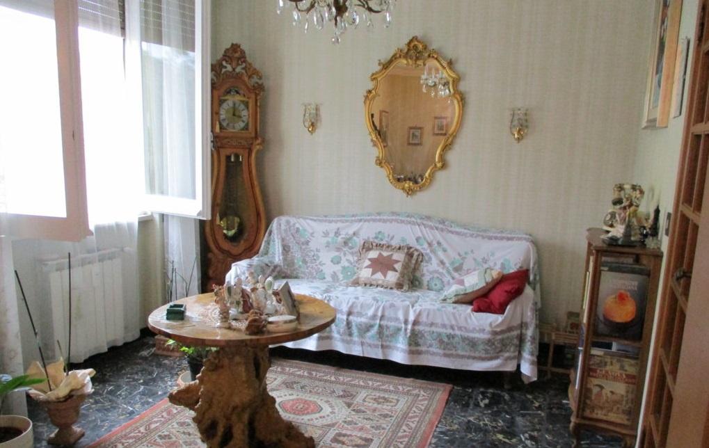 Appartamento in buone condizioni in vendita Rif. 10444235
