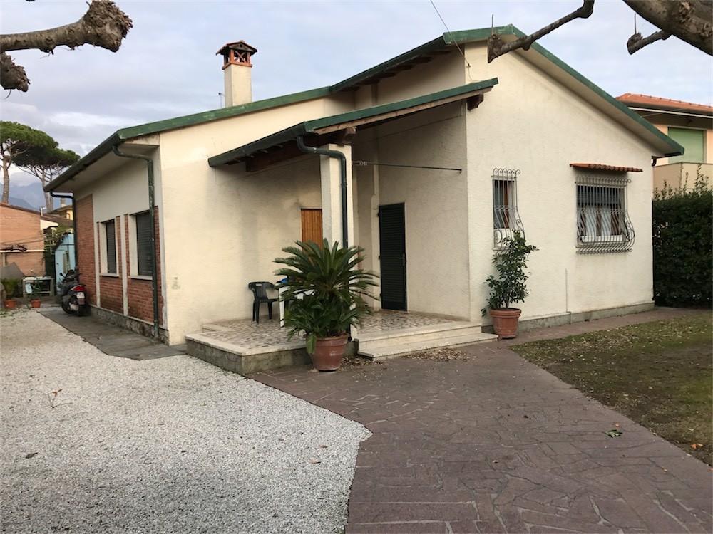vendita villa forte dei marmi   830000 euro  5 locali  140 mq