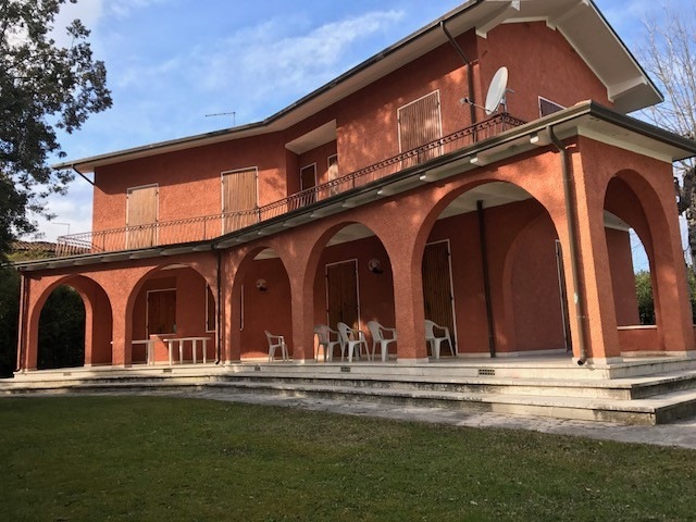 vendita villa forte dei marmi   1200000 euro  200 mq