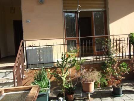 Soluzione Indipendente in affitto a Massa, 4 locali, prezzo € 600 | CambioCasa.it
