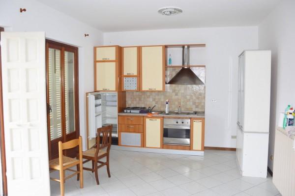 Soluzione Indipendente in affitto a Massa, 5 locali, prezzo € 700 | CambioCasa.it