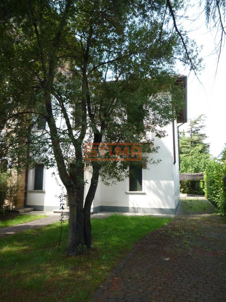 Villa in affitto a Treviso, 9 locali, prezzo € 2.000 | CambioCasa.it