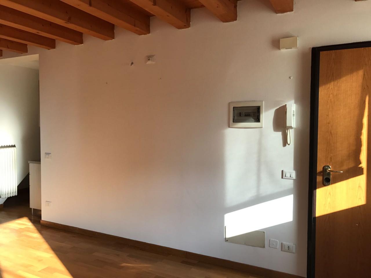 Attico / Mansarda in affitto a Treviso, 9999 locali, prezzo € 850 | CambioCasa.it