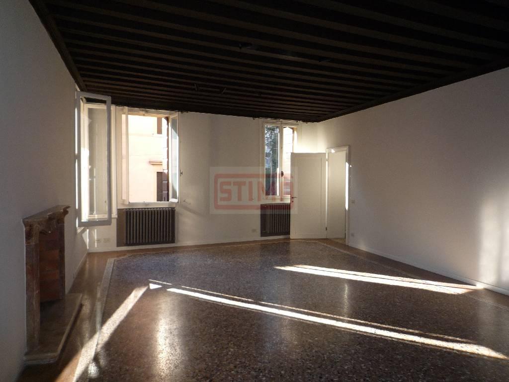Soluzione Indipendente in affitto a Treviso, 7 locali, Trattative riservate   CambioCasa.it