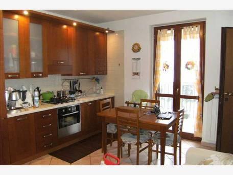 Appartamento in buone condizioni arredato in vendita Rif. 6338240
