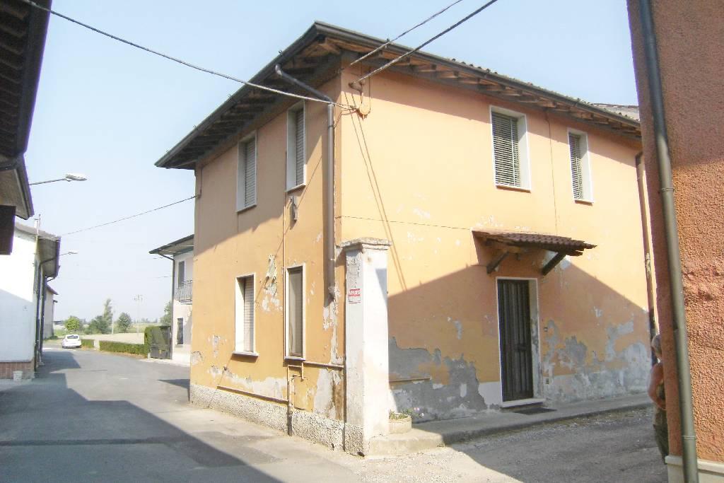 Rustico / Casale in vendita a Offlaga, 4 locali, prezzo € 49.000 | CambioCasa.it