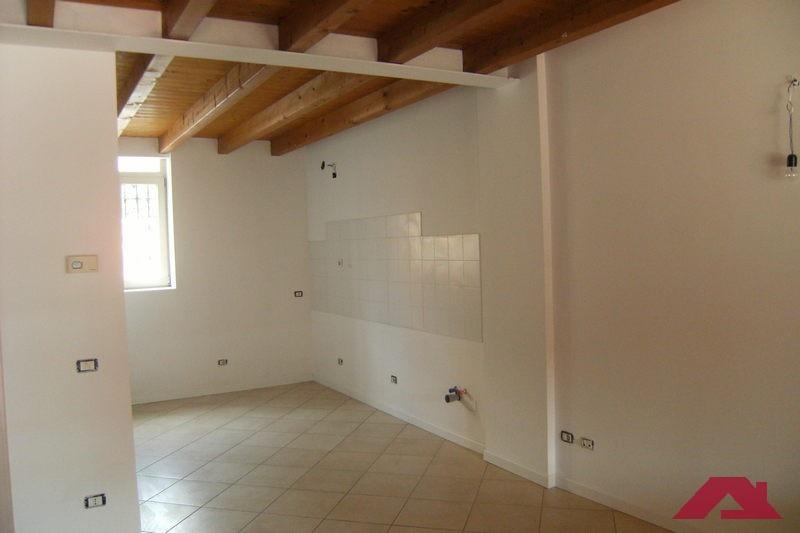 Appartamento CAPRIANO DEL COLLE BILOCALE BA9A