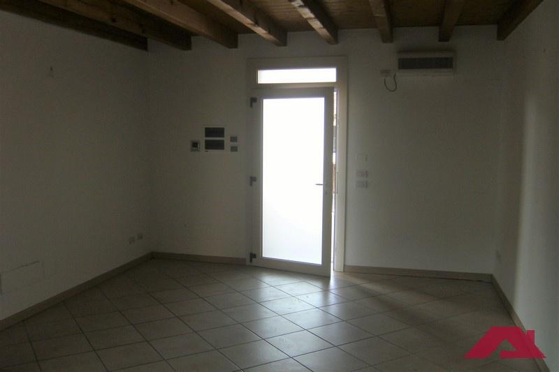Appartamento in affitto a Capriano del Colle, 3 locali, prezzo € 550 | CambioCasa.it