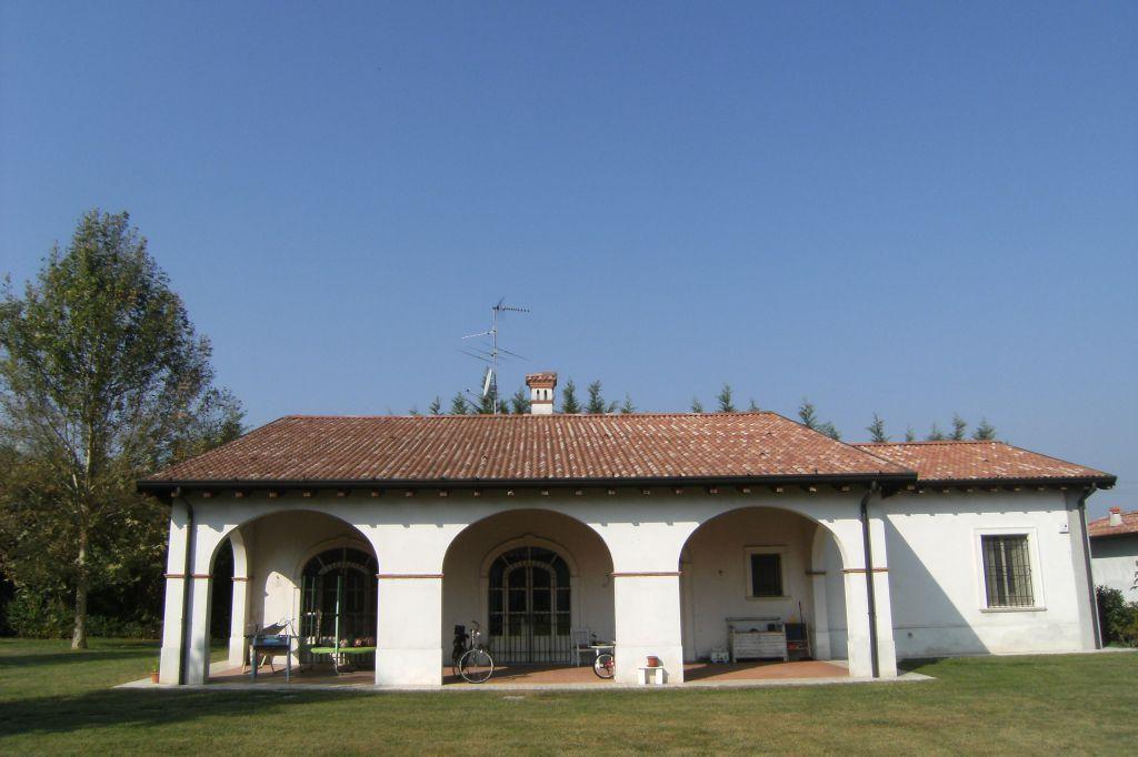 Villa in vendita a Orzinuovi, 10 locali, Trattative riservate | CambioCasa.it