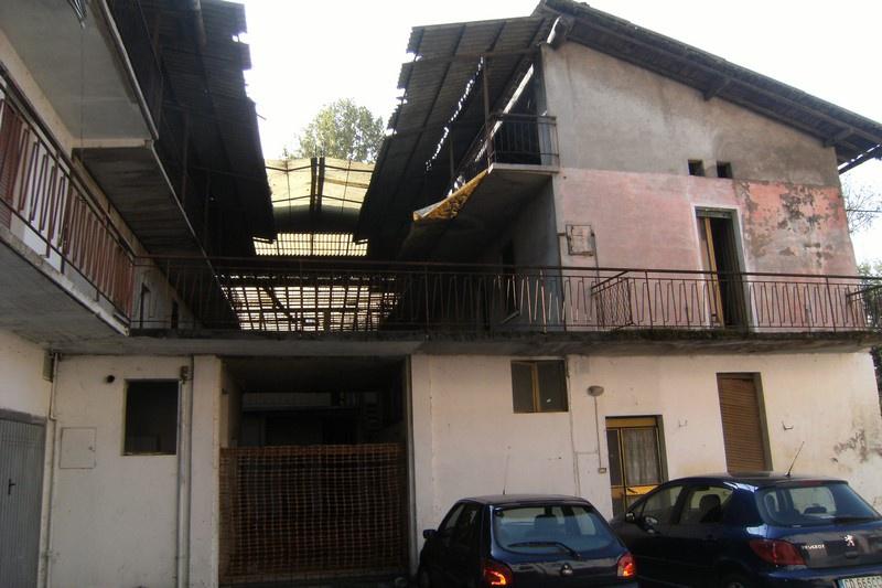 Rustico / Casale in vendita a Bagnolo Mella, 10 locali, prezzo € 180.000 | CambioCasa.it
