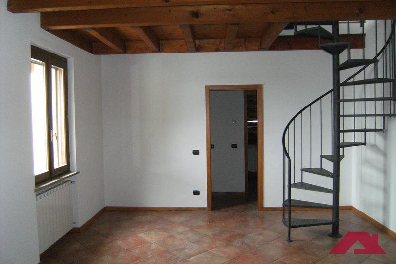 Appartamento da ristrutturare in vendita Rif. 11764449